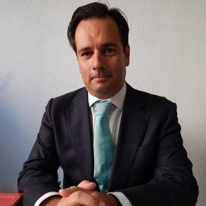 advogado sitting